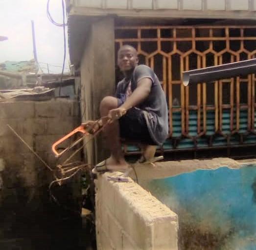Edwin Mvon victime d'un déguerpissement à Fret Aéroport à Douala.