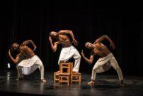 Institut français de Douala, le 12 mars 2021. Les danseurs sur scène pour représenter le cri du silence. Photo Max Mbakoup
