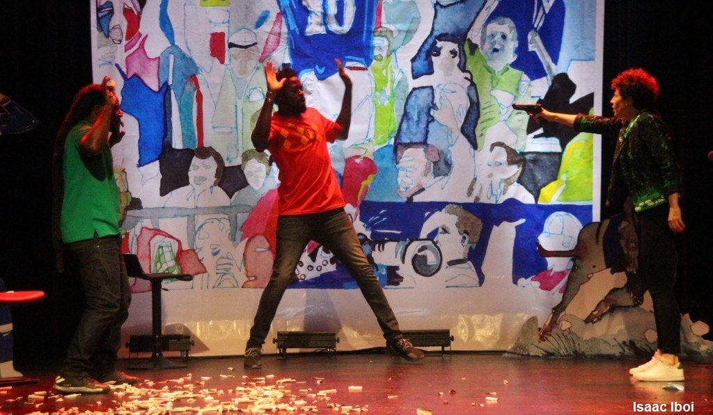 Une scène de la pièce Balle au Centre. Photo: Isaac Iboi