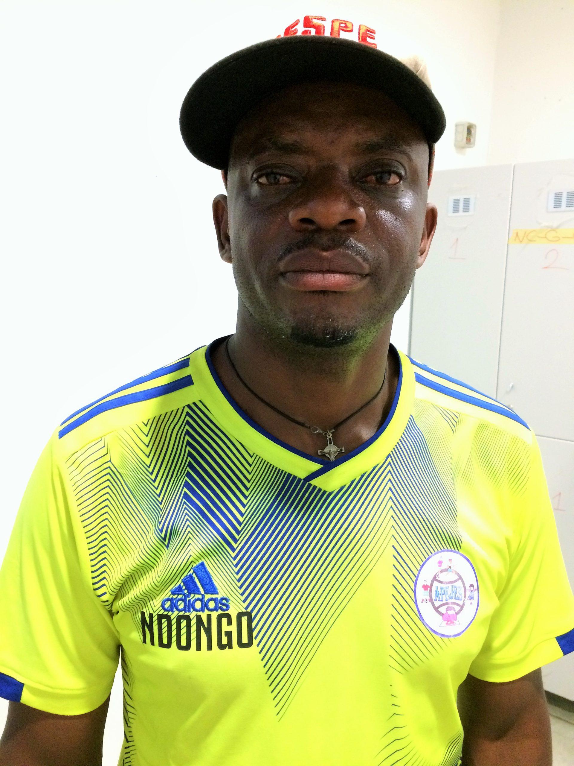 Ema Ndongo, coach de Apejes de Mfou. Photo: Moustapha Oumarou