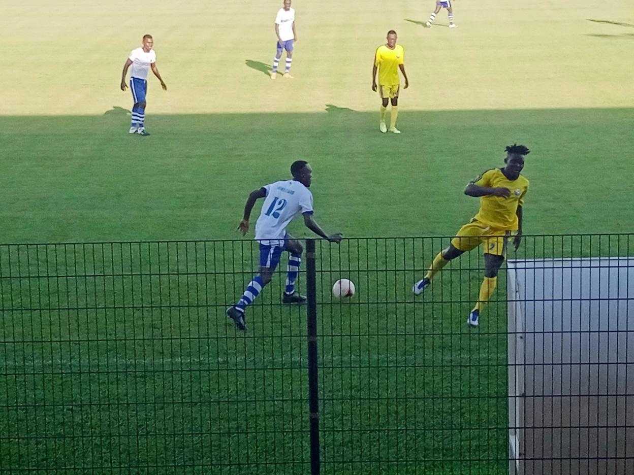 Stade annexe de Bépanda, mercredi 19 mai 2021 une phase de match entre New Stars de Douala et Ums de Loum. Photo: David Eyengue