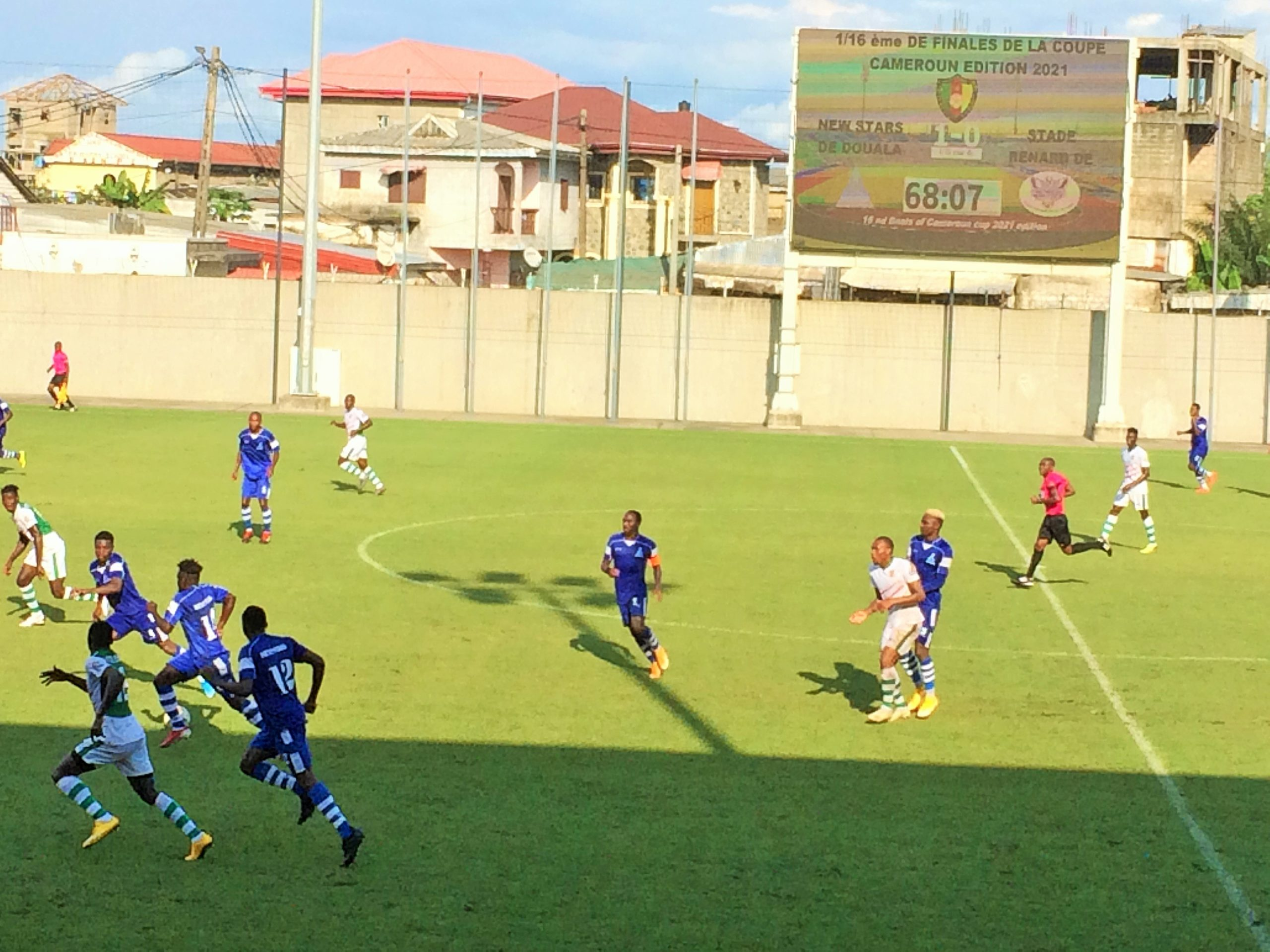 Une phase de jeu entre Stade Renard de Melong et New Stars de Douala en coupe du cameroun. Photo: Moustapha Oumarou