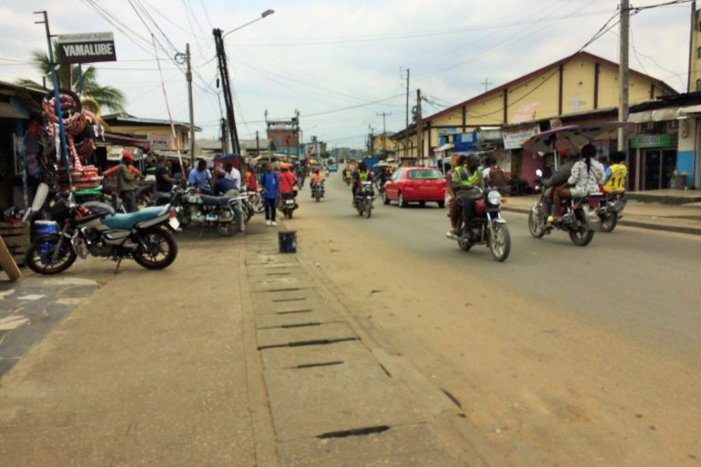 Douala le 12 octobre 2021. Une rue du quartier Bépanda Yong-yong où des fidèles d'une église de réveil de ce quartier de Douala molestent des non croyants